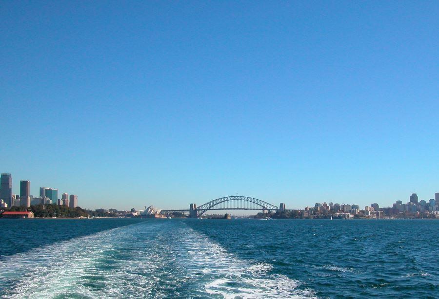In front of the bridge: Fort Denison on Sydney Harbour