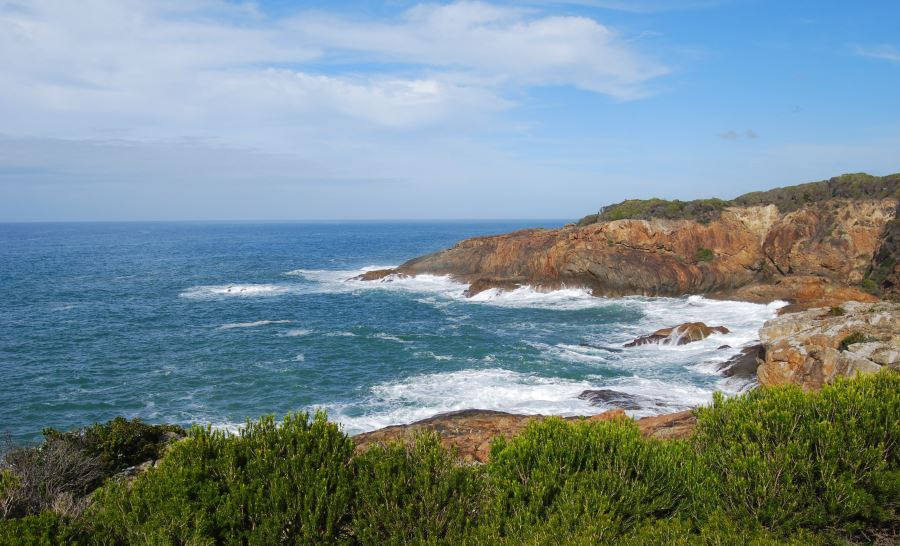 Chamberlain Lookout - Worn by waves and weather are the intermingling of layers of lava and sandstone.
