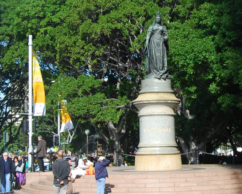 Queen Victoria with Hyde Park in the Background