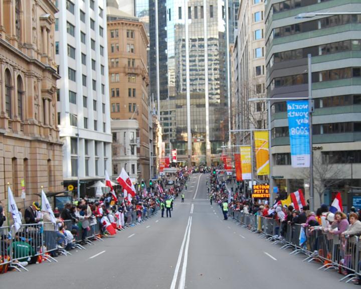 People waiting on Bridge Street for the Pope Benedict Motorcade