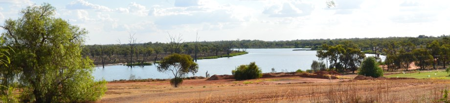 One of the many bends in the Murray River, flowing through parched lands