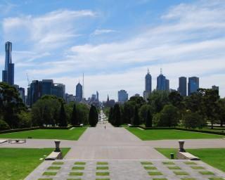 "Melbourne today, note the landmark steeple in the center<br />of both photos <a href=""https://www.sydney-australia.biz/victoria/melbourne/landmarks/stpaulscathedralmelbourne.php"" class=""txtline"" title=""St Pauls Cathedral"">St Pauls Cathedral</a>"